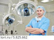 Купить «Молодой хирург в операционной палате», фото № 5825662, снято 10 февраля 2014 г. (c) Дмитрий Калиновский / Фотобанк Лори