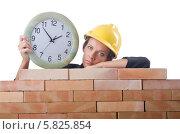Купить «Женщина строитель с часами возле кирпичной стены», фото № 5825854, снято 27 июля 2012 г. (c) Elnur / Фотобанк Лори