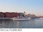 """Супер яхта-ресторан """"Примавера"""" флотилии Radisson на Москве-реке (2014 год). Редакционное фото, фотограф Victoria Demidova / Фотобанк Лори"""