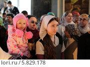 Купить «Вербное воскресенье в Спасском храме Солнечногорского района», эксклюзивное фото № 5829178, снято 13 апреля 2014 г. (c) Дмитрий Неумоин / Фотобанк Лори