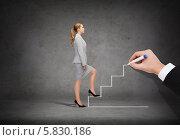 Купить «Энергичная женщина поднимается вверх по нарисованной мужской рукой лестнице», фото № 5830186, снято 24 апреля 2019 г. (c) Syda Productions / Фотобанк Лори