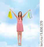 Купить «Хорошее настроение после шопинга. Счастливая девушка с пакетами в руках», фото № 5830370, снято 26 февраля 2014 г. (c) Syda Productions / Фотобанк Лори