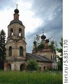 Старая заброшенная церковь. Стоковое фото, фотограф Владимир Тарасов / Фотобанк Лори