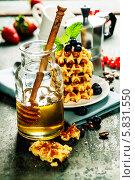 Купить «Кофе и вафли», фото № 5831550, снято 20 марта 2014 г. (c) Наталия Кленова / Фотобанк Лори
