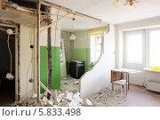 Купить «Демонтаж перегородки», фото № 5833498, снято 13 апреля 2014 г. (c) Юрий Бельмесов / Фотобанк Лори