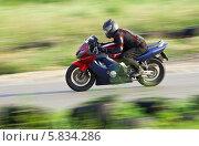 Купить «Honda cbr f4 на треке», фото № 5834286, снято 25 июня 2013 г. (c) Алексей Крылов / Фотобанк Лори
