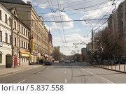 Купить «Москва. Улица Люсиновская», фото № 5837558, снято 18 апреля 2014 г. (c) Антон Павлов / Фотобанк Лори
