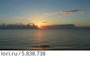 Купить «Красивый рассвет на море, таймлапс», видеоролик № 5838738, снято 7 апреля 2014 г. (c) Михаил Коханчиков / Фотобанк Лори