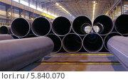 Купить «Трубы большого диаметра на складе», видеоролик № 5840070, снято 24 апреля 2014 г. (c) Кекяляйнен Андрей / Фотобанк Лори