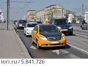 Купить «Транспорт идет по улице Белорусский путепровод в Москве», эксклюзивное фото № 5841726, снято 20 апреля 2014 г. (c) lana1501 / Фотобанк Лори