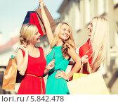 Купить «Радостное настроение от шопинга. Три девушки с пакетами на улице города», фото № 5842478, снято 8 сентября 2013 г. (c) Syda Productions / Фотобанк Лори