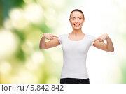 Купить «Веселая девушка в белой футболке показывает на себя пальцами обеих рук», фото № 5842842, снято 8 декабря 2013 г. (c) Syda Productions / Фотобанк Лори