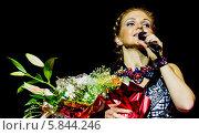 Купить «Марина Девятова с концертом в Драматическом театре города Пензы с букетом цветов», фото № 5844246, снято 7 ноября 2012 г. (c) Андрей Малышкин / Фотобанк Лори