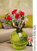 Купить «Букет цветов в круглой вазе», фото № 5856426, снято 3 сентября 2013 г. (c) Elnur / Фотобанк Лори