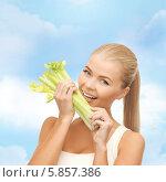 Купить «Блондинка с наслаждением ест стебель сельдерея», фото № 5857386, снято 23 марта 2013 г. (c) Syda Productions / Фотобанк Лори