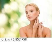 Купить «Красивая молодая женщина с гладкой ухоженной кожей дотрагивается рукой до лица», фото № 5857758, снято 9 марта 2013 г. (c) Syda Productions / Фотобанк Лори