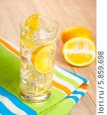 Купить «Стакан лимонада со льдом», фото № 5859698, снято 16 февраля 2014 г. (c) Алексей Лысенко / Фотобанк Лори