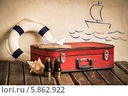 Купить «Концепция морского путешествия. Старый чемодан, спасательный круг и бумажный кораблик на полу», фото № 5862922, снято 9 марта 2014 г. (c) yarruta / Фотобанк Лори
