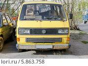 """Купить «Старый микроавтобус """"Фольксваген""""», фото № 5863758, снято 7 июня 2020 г. (c) Vladimir Sviridenko / Фотобанк Лори"""