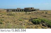 Купить «Заброшенный лепрозорий в городке Абадес на острове Тенерифе, Канарские острова», видеоролик № 5865594, снято 3 мая 2014 г. (c) Roman Likhov / Фотобанк Лори