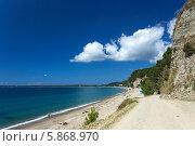 Купить «Черноморское побережье Абхазии. Песчаный пляж под Пицундой», фото № 5868970, снято 26 августа 2013 г. (c) Анна Кудрявцева / Фотобанк Лори