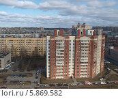 Купить «Вид сверху на жилые многоэтажные дом в Санкт-Петербурге», фото № 5869582, снято 29 марта 2014 г. (c) SevenOne / Фотобанк Лори