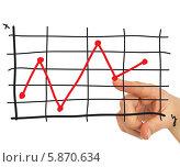 Купить «Рука и красная линия на графике», фото № 5870634, снято 2 апреля 2014 г. (c) Кирилл Черезов / Фотобанк Лори
