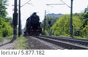 Купить «Старый паровоз везет состав из нескольких вагонов», видеоролик № 5877182, снято 4 мая 2014 г. (c) FMRU / Фотобанк Лори