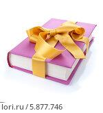 Купить «Сиреневая книга, перевязанная лентой. Книга в подарок», фото № 5877746, снято 30 ноября 2012 г. (c) Аnna Ivanova / Фотобанк Лори