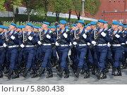 Купить «Российские военные маршируют на Красной площади, Москва», эксклюзивное фото № 5880438, снято 7 мая 2014 г. (c) Алексей Гусев / Фотобанк Лори