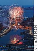 Салют (фейерверк) в честь Дня Победы 9 мая. Петропавловск-Камчатский (2014 год). Стоковое фото, фотограф А. А. Пирагис / Фотобанк Лори