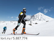 Купить «Ски-альпинисты поднимаются на вулкан. Соревнования по ски-альпинизму, индивидуальная гонка», фото № 5887774, снято 26 апреля 2014 г. (c) А. А. Пирагис / Фотобанк Лори