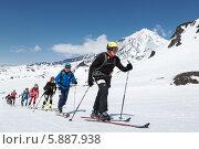 Купить «Группа ски-альпинистов поднимается на вулкан. Соревнования по ски-альпинизму, индивидуальная гонка», фото № 5887938, снято 26 апреля 2014 г. (c) А. А. Пирагис / Фотобанк Лори