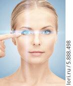 Купить «Женщина показывает на глаз. Лазерная коррекция зрения», фото № 5888498, снято 30 октября 2010 г. (c) Syda Productions / Фотобанк Лори
