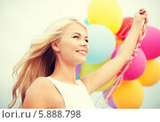 Купить «Портрет красивой блондинки с разноцветными воздушными шариками», фото № 5888798, снято 14 июля 2013 г. (c) Syda Productions / Фотобанк Лори