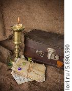 Купить «Старые фотокарточки и свеча. Воспоминания», фото № 5890590, снято 10 мая 2014 г. (c) Наталья Осипова / Фотобанк Лори