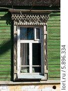 Окно с резными деревянными наличниками, Самара. Стоковое фото, фотограф Денис Веселов / Фотобанк Лори