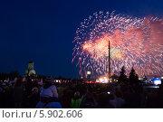Купить «Праздничный салют 9 мая 2014 на Поклонной горе», фото № 5902606, снято 9 мая 2014 г. (c) Valeriy Lukyanov / Фотобанк Лори
