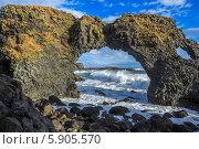 Купить «Природа Исландии. Каменная арка», фото № 5905570, снято 28 февраля 2014 г. (c) Станислав Мороз / Фотобанк Лори