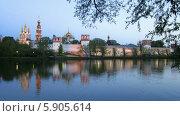 Купить «Новодевичий монастырь на закате», видеоролик № 5905614, снято 15 мая 2014 г. (c) Valeriy Lukyanov / Фотобанк Лори