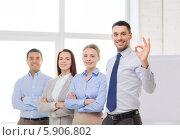 Купить «Команда успешных менеджеров в офисе», фото № 5906802, снято 5 апреля 2014 г. (c) Syda Productions / Фотобанк Лори