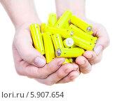 Купить «Руки с желтыми пальчиковыми батарейками на белом фоне», фото № 5907654, снято 26 марта 2014 г. (c) Кекяляйнен Андрей / Фотобанк Лори