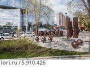 Купить «Сквер весной рядом с бизнес-центром на 2-ом Сыромятническом переулке», фото № 5910426, снято 7 мая 2014 г. (c) Родион Власов / Фотобанк Лори
