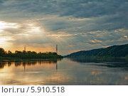 Купить «Река Вятка утренняя», фото № 5910518, снято 16 мая 2014 г. (c) Владимир Федечкин / Фотобанк Лори
