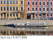Купить «Отражение набережной. Санкт-Петербург», эксклюзивное фото № 5917894, снято 7 мая 2014 г. (c) Александр Алексеев / Фотобанк Лори