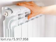 Купить «Рука на белом радиаторе. Фокус на батарее», фото № 5917958, снято 18 мая 2014 г. (c) Vitas / Фотобанк Лори