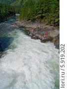 Бурный поток реки Чемал на Алтае, Сибирь. Стоковое фото, фотограф Alexander Zholobov / Фотобанк Лори