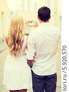 Купить «Романтическая пара молодых людей сложила сердце с помощью рук, вид со спины», фото № 5920570, снято 14 июля 2013 г. (c) Syda Productions / Фотобанк Лори