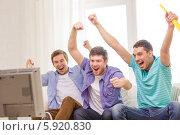 Купить «Бурные эмоции молодых мужчин во время просмотра по телевизору спортивной передачи», фото № 5920830, снято 22 марта 2014 г. (c) Syda Productions / Фотобанк Лори