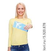 Купить «Привлекательная девушка в желтом джемпере держит в руке билет на самолет», фото № 5920878, снято 15 апреля 2014 г. (c) Syda Productions / Фотобанк Лори